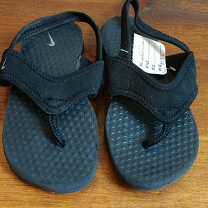 Kids Black Nike Sandals Size 10